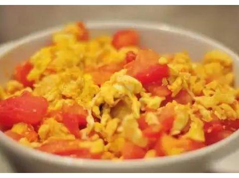 红烧玉子豆腐、手撕鲅鱼、浓汤烩鱼肚、番茄炒蛋的做法