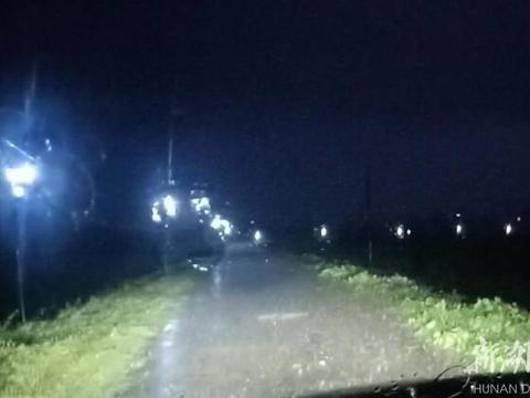连续奋战3天!临湘紧急架设8千米防汛照明线路