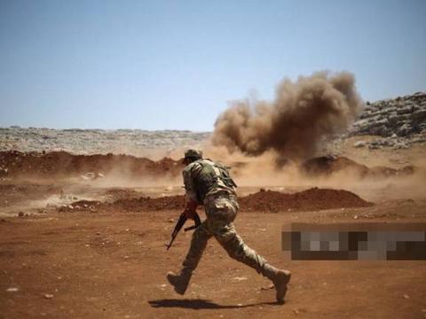 准备上战场死磕俄罗斯,叙利亚叛军展开大练兵,土耳其也无法阻止