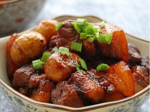 美食精选:栗子红烧肉、咖喱白菜、五彩年糕粒的做法