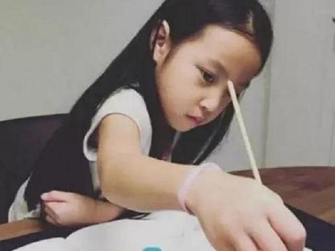 """同样是女儿,赵薇穷养10岁""""小四月"""",林心如富养3岁""""小海豚"""""""