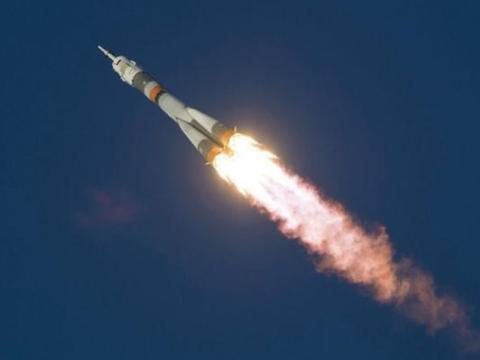 美国首次实现载人登月,如果宇航员登陆月球回不来,会发生什么?