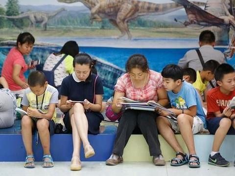 家长素质决定家庭教育质量,孩子进步和发展取决于父母的教育方式