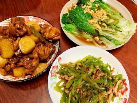 老公出差,媳妇亲自下厨做3菜,夫妻两人,一人一碗饭,好温馨