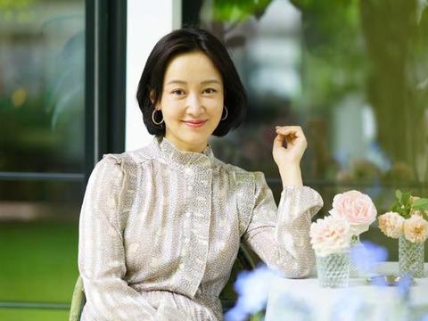 赵子琪女儿好可爱,姐妹穿连衣裙清爽时尚,有女儿的就这么打扮
