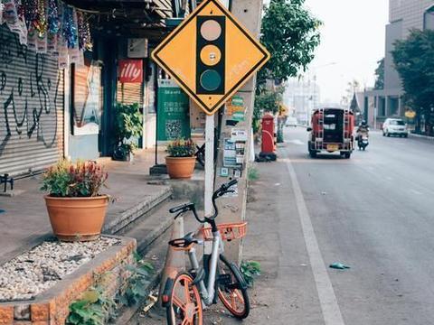 泰国清迈泼水节,给这个夏天降降温,走在马路随时可能被湿身