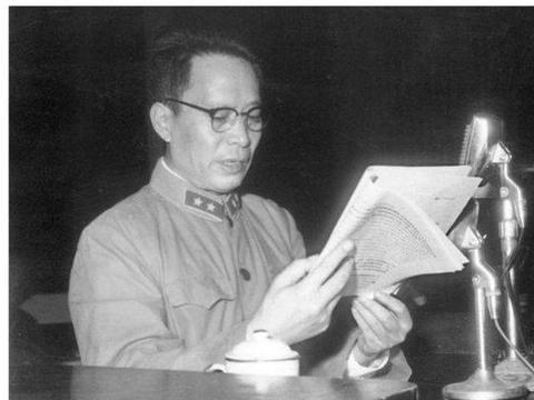 他第二次反围剿被俘后参加红军,解放后任两个大军区政委和司令员