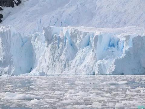 南极最神奇的湖泊,零下几十度不结冰,湖底水温高达27摄氏度