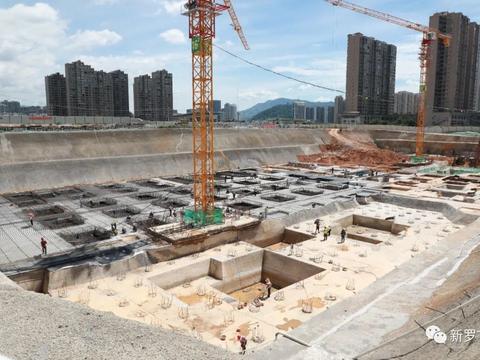 龙岩新罗区莲花湖安置小区项目16楼、17楼完成基础垫层浇筑