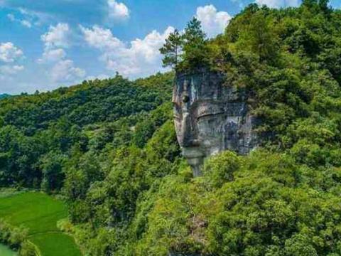 最奇趣的佛像,与大山一体只露出一个头,曾被当成山神