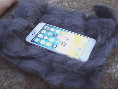 土豪将iPhone8扔进火堆,一通火烧后,结果99%的人都猜错了!