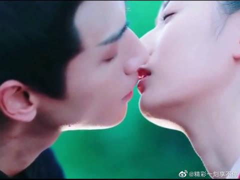 虞楚之的吻戏和上官透相比~ 是不是有点不同呢?