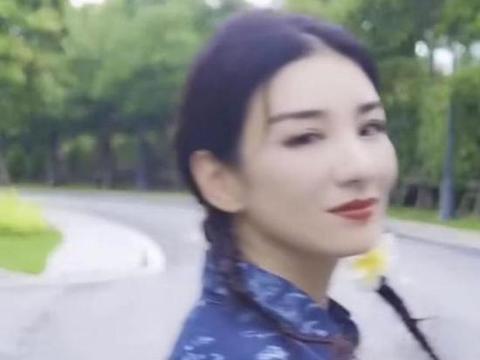 与黄毅清离婚6年后,42岁黄奕晒男友视角视频疑似恋爱!