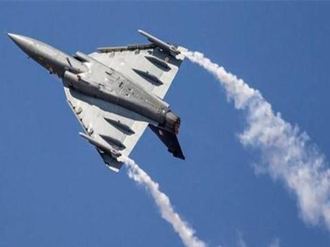 悲剧再次重演,印空军米-21战机越境被击落,飞行员跳伞后被俘