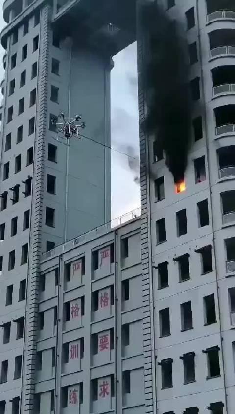 帅呆了,无人机可以消防灭火了……
