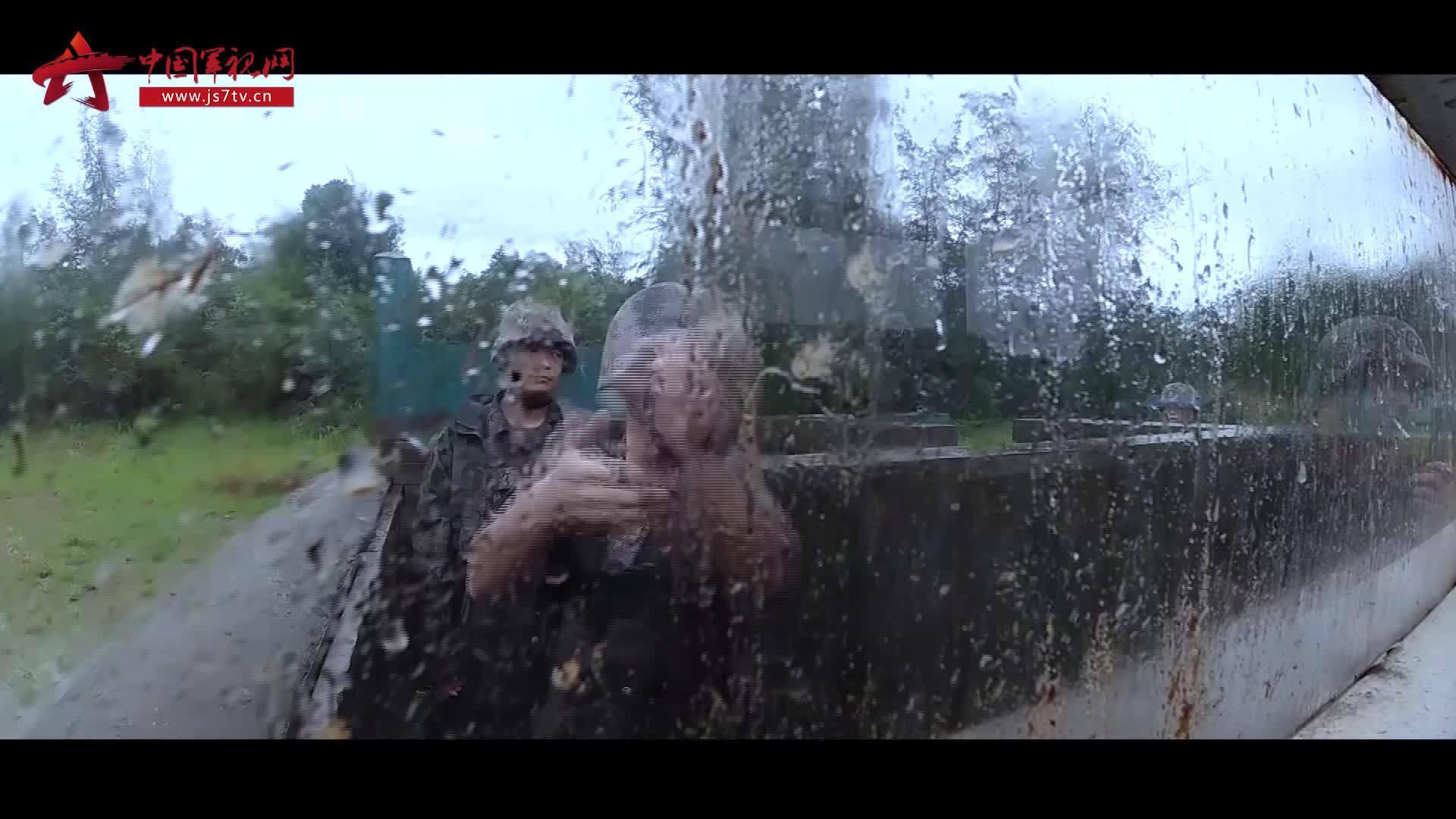 雨中练兵!@驻香港部队 展开多项实战化课目演练
