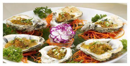 豉香土豆小排骨、蒜蓉粉丝牡蛎、冰镇酸梅汤、卤五花肉