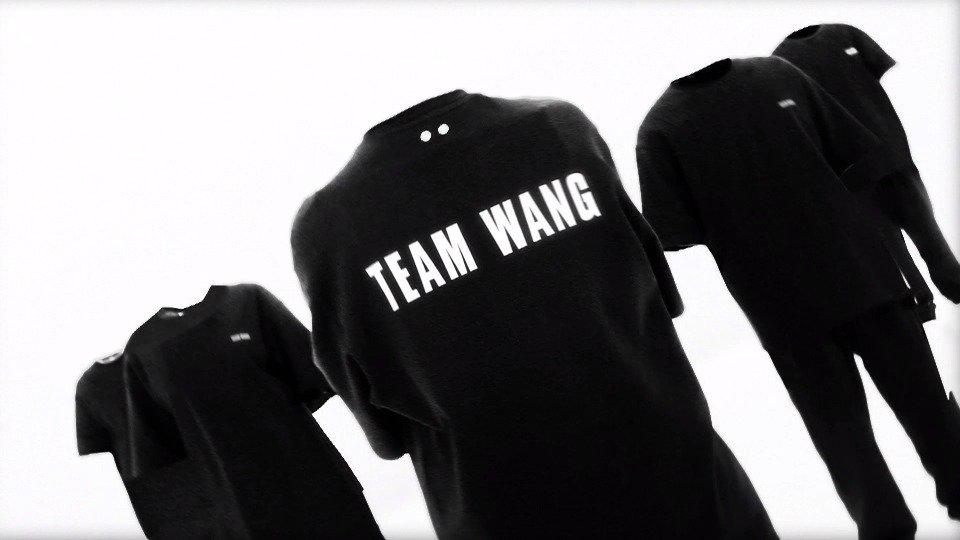 由品牌创意总监&设计师@王嘉尔 亲自策划联合执导的品牌