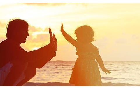 学会和孩子聊天的3个技巧,爸妈会说话,孩子想不优秀都难