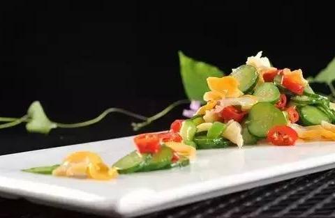 精选美食:香菇酱红米饭团、猪肉香菜馅、肉酱土豆泥、青瓜螺片