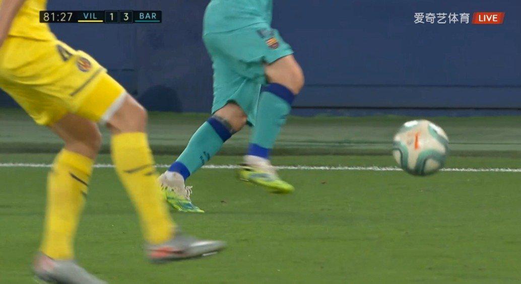 第81分钟,梅西传球,布莱斯维特门前面对门将射门被阿森霍化解