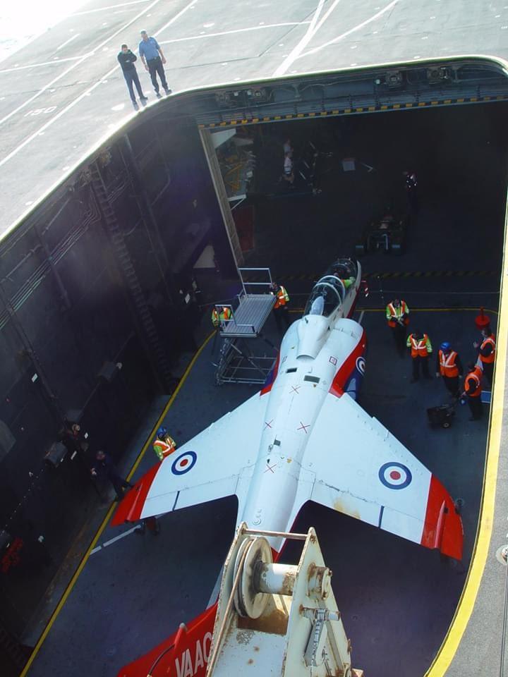 难得的照片。XW175在无敌号测试矢量推力和先进飞行控制VAAC