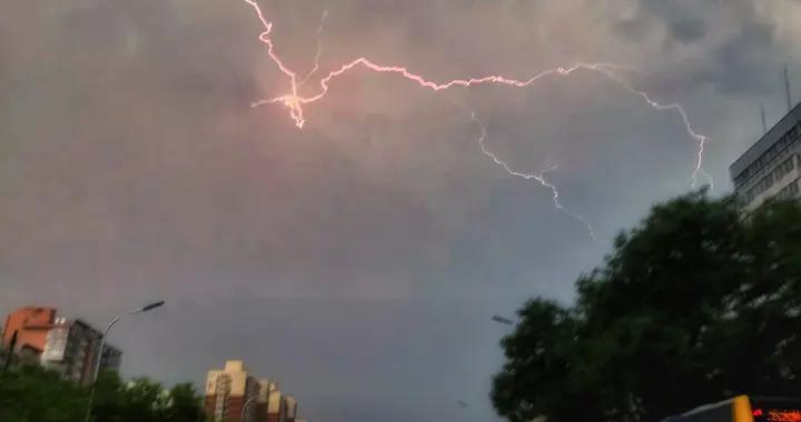 北京最新天气预报:高考4天雷雨频繁,最高气温在27℃至33℃之间