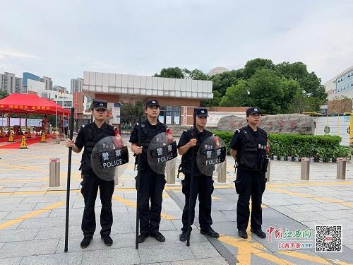 江西:记者直击高考入场演练 人脸识别严防替考