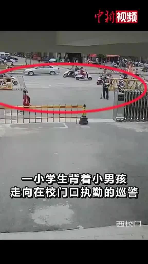 """为小姑娘点赞!江西9岁小学生""""捡到""""男童 一路背行交警察 !"""