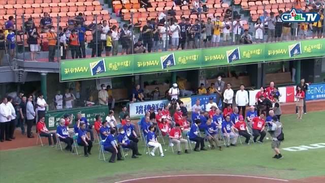 前MLB投手王建民为CPBL比赛开球