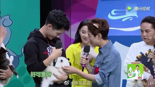 刘昊然的狗狗怎么叫都叫不醒,但他还是一脸无奈宠溺 !