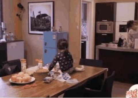 演员梅婷现实中的家:客厅铺满儿童泡沫棉,儿童房放有两张大床