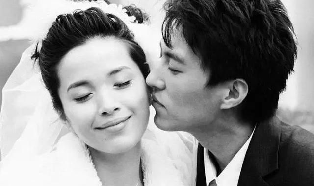 著名帅哥靳东,为何结婚9年0绯闻?看看他的妻子是谁就知道了