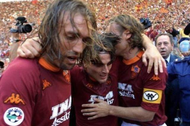 战神巴蒂职业生涯末期有多强?单赛季20球罗马夺冠孝敬超托蒂
