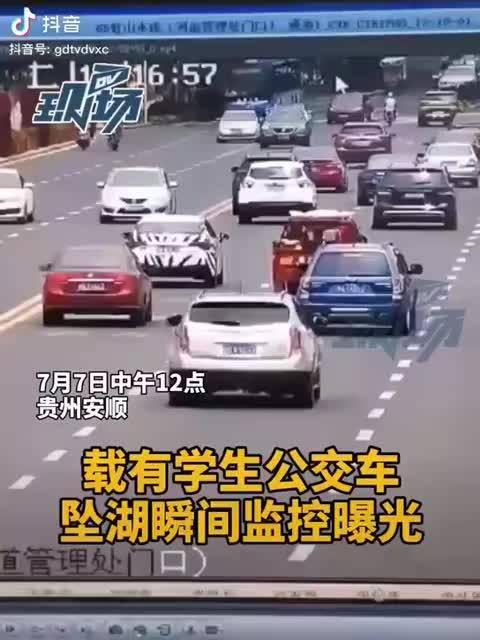 感觉是,司机突然意识丧失了,还是故意的?