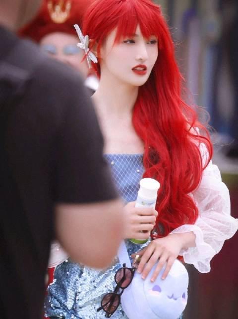 郑爽红发cos小美人鱼,是闪闪发光的小公主~(视频cr水印)