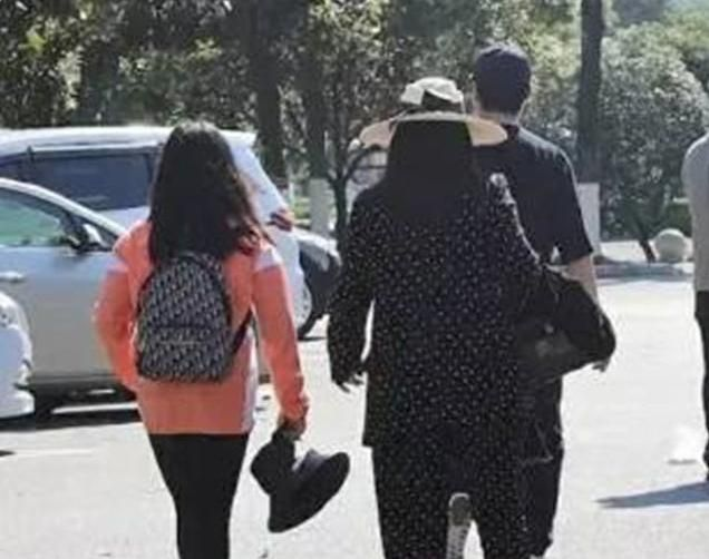 10岁王诗龄身高赶超李湘,背包价钱快2万,网友:的确是判若两人