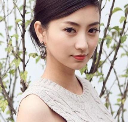 唐嫣的同班同学,曾因《甄嬛传》大火,如今低调嫁给音乐才子