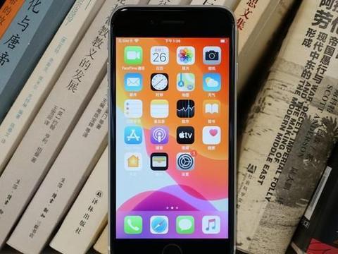 扛不住了!iPhone SE一夜新低,库克:价格不狠地位不稳!