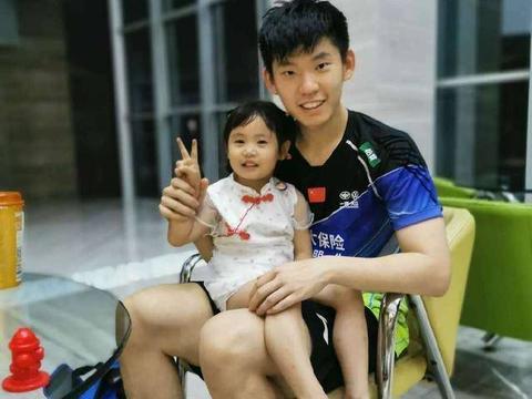 国羽世界冠军刘雨辰:昨天认识了个可可爱爱的女孩子