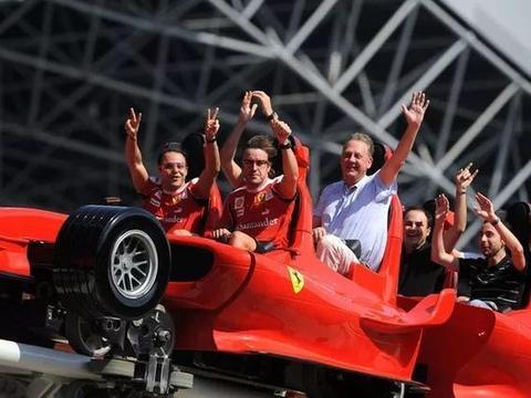 世界上最快的过山车,最高点112米,空中的红色法拉利