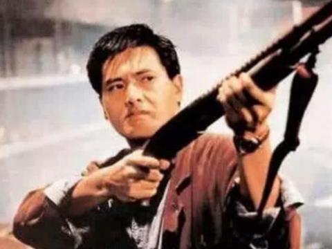 周润发拿枪,李连杰拿枪,孙红雷拿枪,都输给了他的霸气威武!