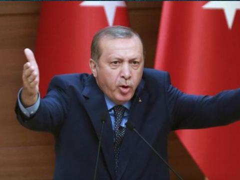 土耳其挨打了,利比亚战机火力全开,土参谋长恐因袭击受伤或死亡