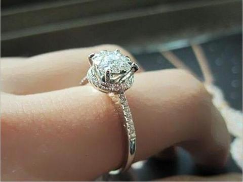 将去世后的亲人戴在手上, 骨灰火化后, 能做成钻石戒指