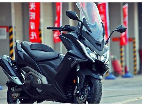 难超越的摩托!550cc双缸水冷51马力,ABS+液晶屏,11万值吗