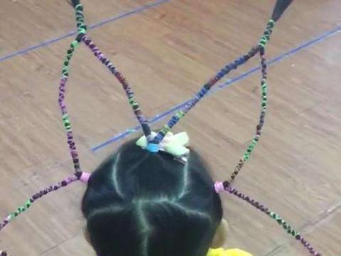 宝妈给女儿编织炫酷异类发型,女儿去幼儿园却受到小朋友的孤立