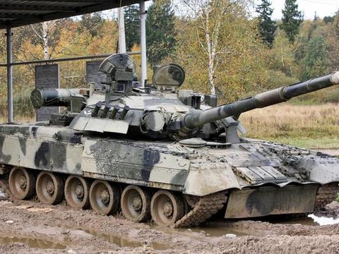 """疫情当下各国""""秀肌肉"""",俄罗斯钢铁洪流,对比美国坦克研究水平"""