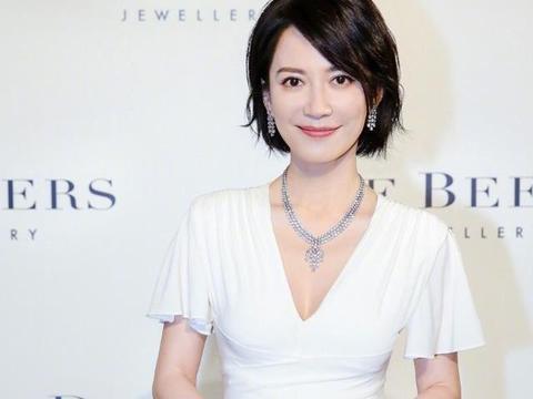 俞飞鸿和李英爱47岁,闫妮也47岁了,网友直呼有对比就有伤害