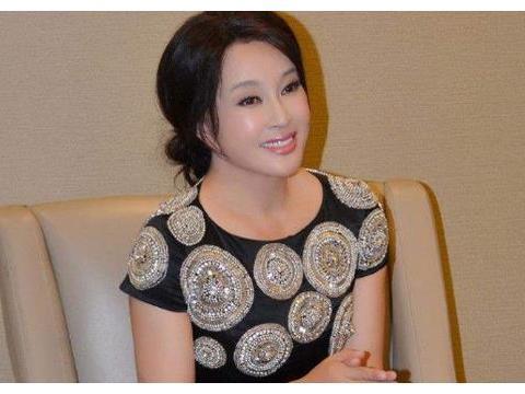 63岁高龄的刘晓庆怀孕,老公今年76岁,夫妻二人颠覆大家认知!