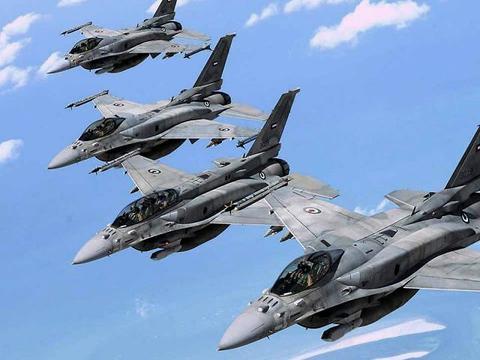 翼龙无人机一口气打8枚导弹 轻松摧毁2座大型武器库 就问服不服?
